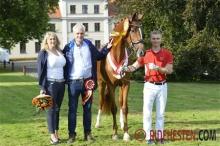 Breeders of dressage mare of the year, Eva Götzsche and Mogens Pedersen.